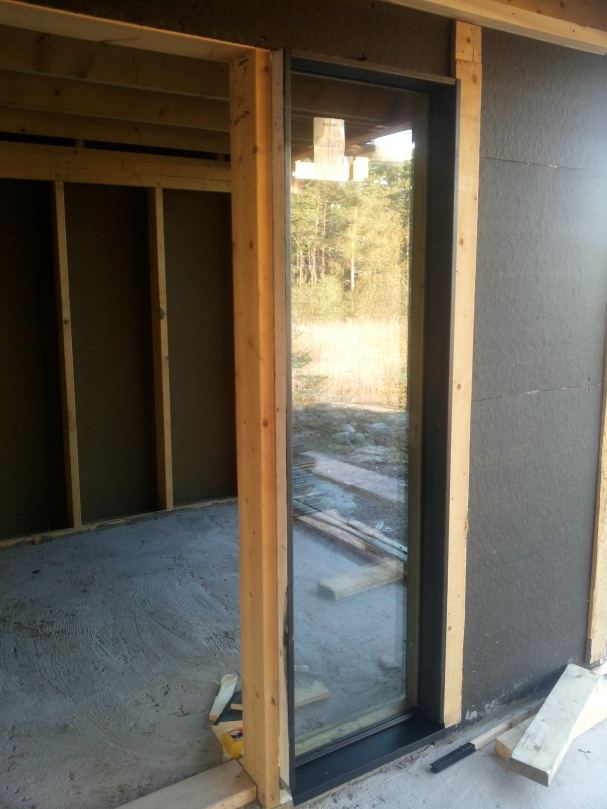 Tuvan ovi ja ikkuna terassille