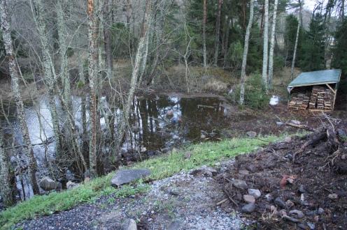 vesiraja noin 35 metriä normaalia kauempana