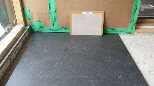 Kylppärin seiniin tulee SBL mikrosementti, värinä Plata