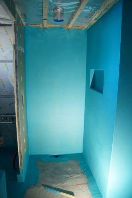 Suihkunurkan seinät vesieristettynä